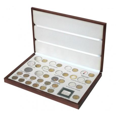Komplet monet srebrnych i 2 zł z roku 2004 w eleganckiej kasecie