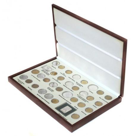 Komplet monet srebrnych i 2 zł z roku 2005 w eleganckiej kasecie